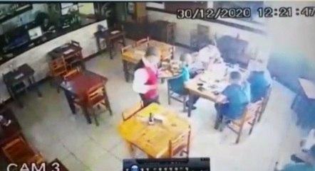 Imagens mostram Marcinho bebendo em restaurante