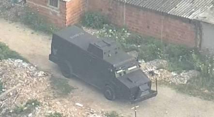 Operação conta com blindados da PM