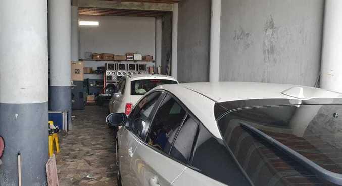 Há mandado de busca e apreensão na casa do cantor no Rio
