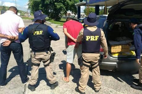 Dois suspeitos foram presos por tráfico de drogas