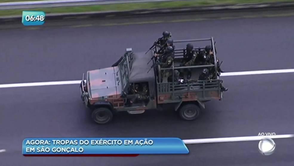 Menina de 14 anos morre atingida por bala perdida em Nova Iguaçu