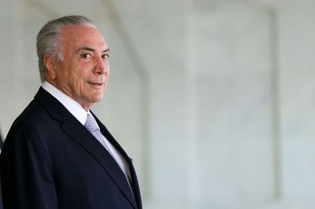 Investigado na Lava Jato no Rio, Temer vai sair do País