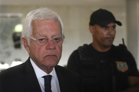 Ex-ministro de governo Temer, Moreira Franco é preso no Rio
