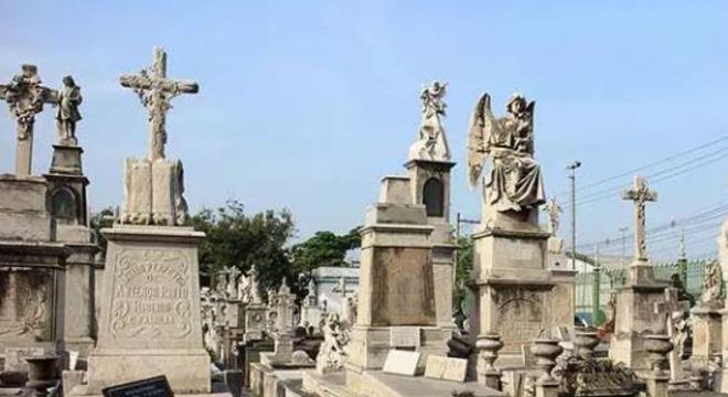 Funcionários de cemitérios trabalham com medo de contaminação