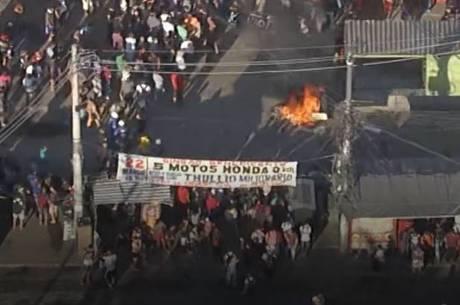 Moradores protestam contra demolições de imóveis