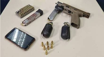 Pistola e granadas foram apreendidas com suspeito