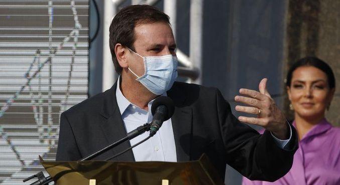 Paes refutou a ideia de doar o próprio salário durante medidas mais duras no Rio