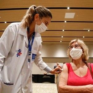 Rio vacina grupos prioritários