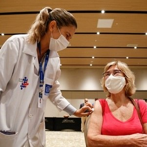 Rio vacina mulheres com 62 anos