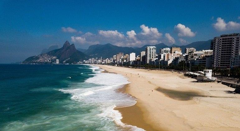 Orla amanheceu vazia após decreto da Prefeitura do Rio