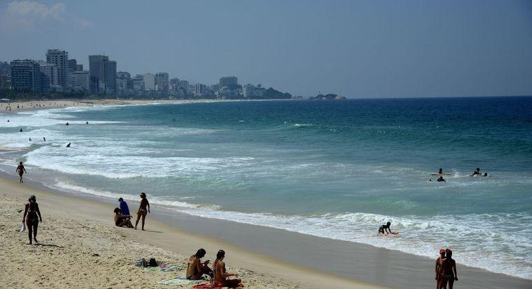 Medidas restritivas mantêm a proibição nas praias durante o fim de semana