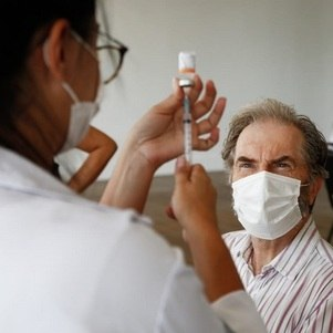 Rio vacina homens com 63 anos