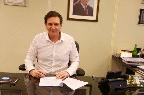 Crivella assinou decreto que regulamenta aplicativos