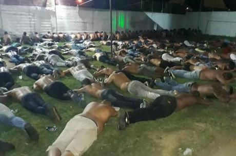 Homens foram presos durante festa em sítio em Santa Cruz