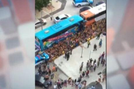 Torcedores do Flamengo e do time uruguaio Peñarol brigam no Rio