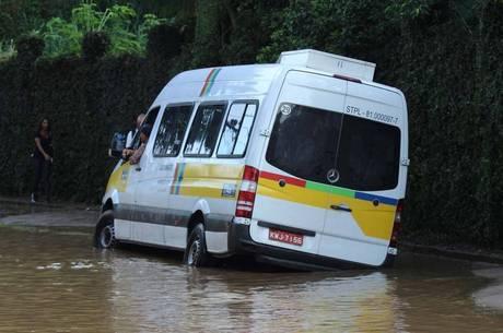 Chuvas deixaram rastro de destruição na cidade