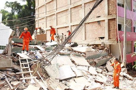 Dois prédios desabaram na comunidade da Muzema
