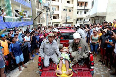 Homem foi resgatado dos escombros