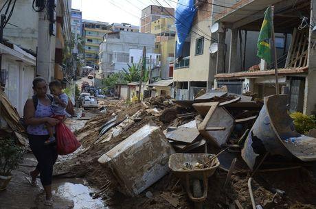 Dois prédios desabaram na comunidade no dia 12 de abril