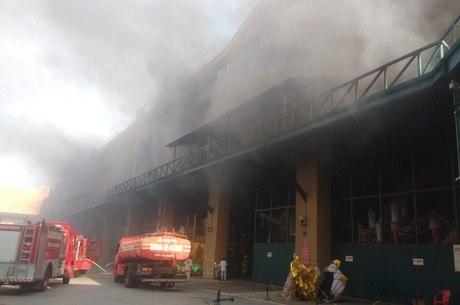 Segundo assessoria da Viradouro, incêndio foi controlado