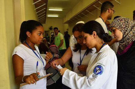 Profissionais da saúde estão afastados devido ao coronavírus