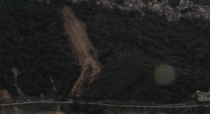 Avenida Niemeyer foi interditada após deslizamento de terra em 2019