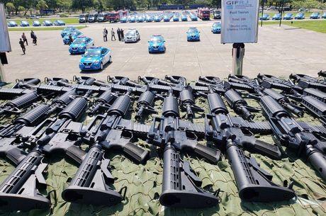 Carros e armas foram compradas durante intervenção