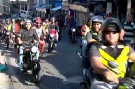 Mototaxistas ocuparam as ruas em protesto