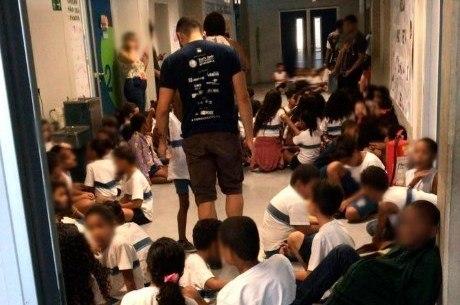 Alunos se abrigaram em corredor de escola