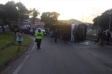 Acidente aconteceu na altura de Bonsucesso, na zona norte do Rio