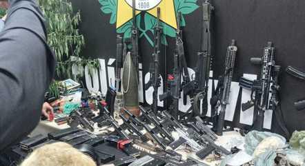 Armas foram apreendidas durante ação no Jacarezinho