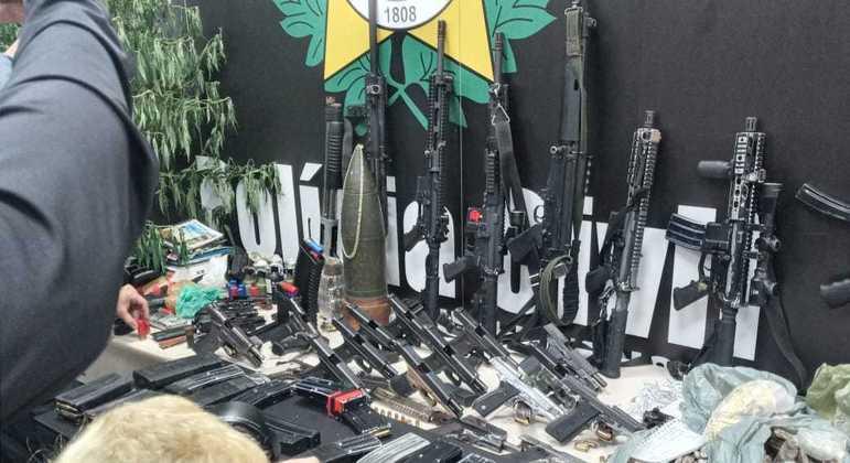 Apreensões feitas na favela do Jacarezinho após operação policial no último dia 6