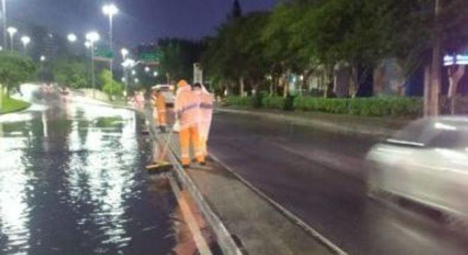 Fortes chuvas causam bolsões d'água e queda de árvores no Rio, em estágio de mobilização