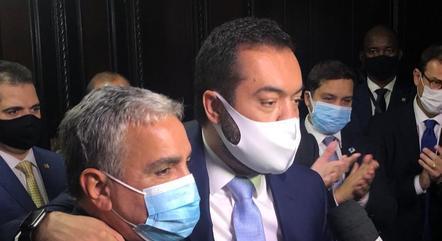Castro ao lado do presidente da Alerj