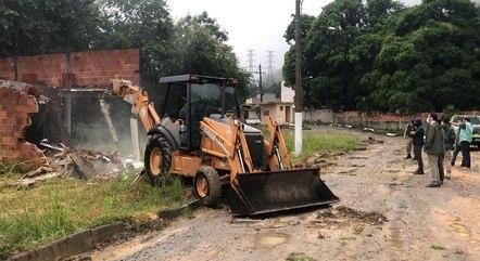 Construção irregular foi demolida em Campo Grande