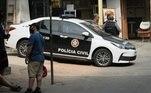 De acordo com as autoridades, houve uma grande apreensão de armas, drogas e munição. O conteúdo foi levado para a Cidade da Polícia, no Rio de Janeiro,