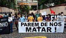 Manifestantes protestam contra ação que matou 25 no Jacarezinho