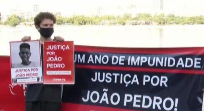 Manifestação foi realizada na manhã desta terça (18) para lembrar um ano da morte de João Pedro