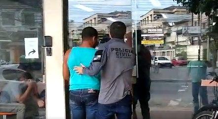 Militar foi levado para 21ª DP (Bonsucesso)