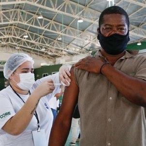 Rio vacina profissionais da educação