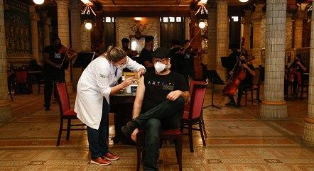Rio vacina homens de 59 anos nesta terça-feira (1º)
