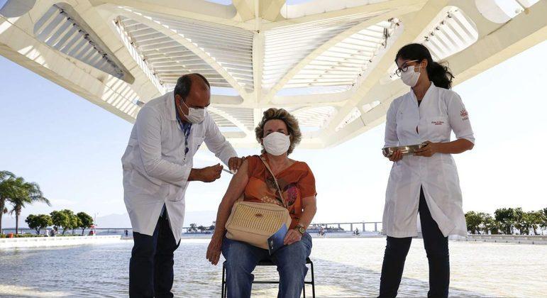 Mais de 19 milhões de pessoas já receberam a 2ª dose e estão completamente imunizadas