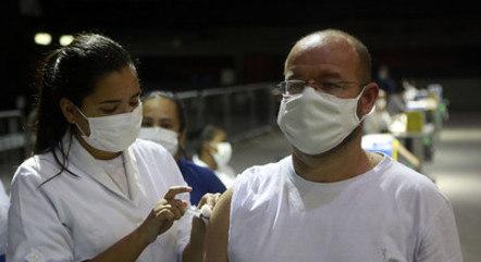 Rio vacina pessoas com 41 e 42 anos nesta quarta (19)