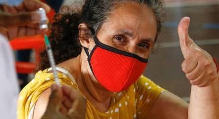 Rio vacina pessoas com 58 anos ou mais