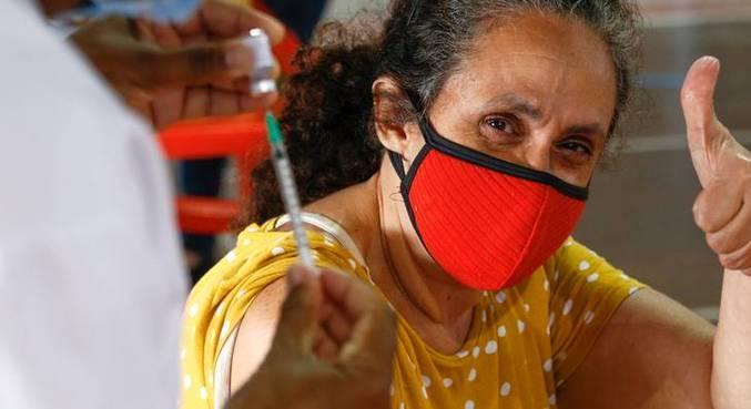 Mais de 2 milhões de pessoas acima de 60 anos receberam primeira dose no RJ