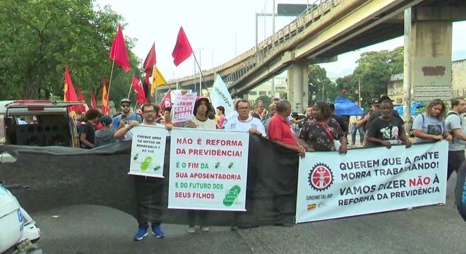 Manifestantes contrários a reforma da Previdência