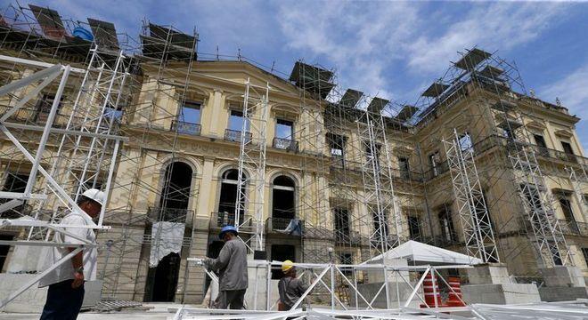 Museu Nacional teve parte de seu acervo destruído pela chamas em 2018