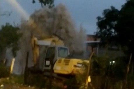 Água e lama invadiu cerca de 50 casas