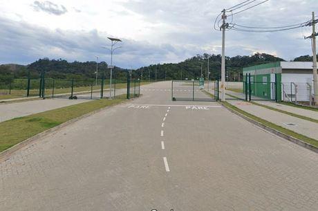 Galpão fica às margens da rodovia Washington Luiz