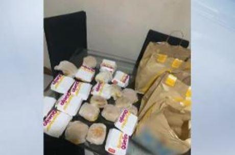 Criança comprou 23 hambúrgueres pelo celular